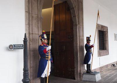 Ständige Wache vor dem Regierungsgebäude.