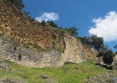 Die alten Mauern stehen immer noch.