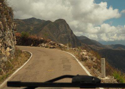 Kaum über dem Bergrücken, sieht die Landschaft gleich wieder anders aus