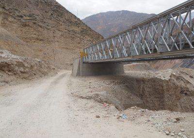 Eine unbrauchbare Brücke? Die Strasse führt drumherum.